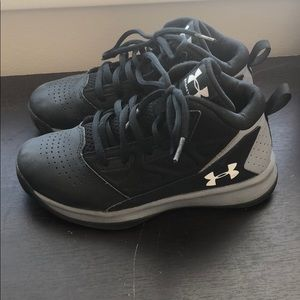 Barely worn under Armour boys shoes